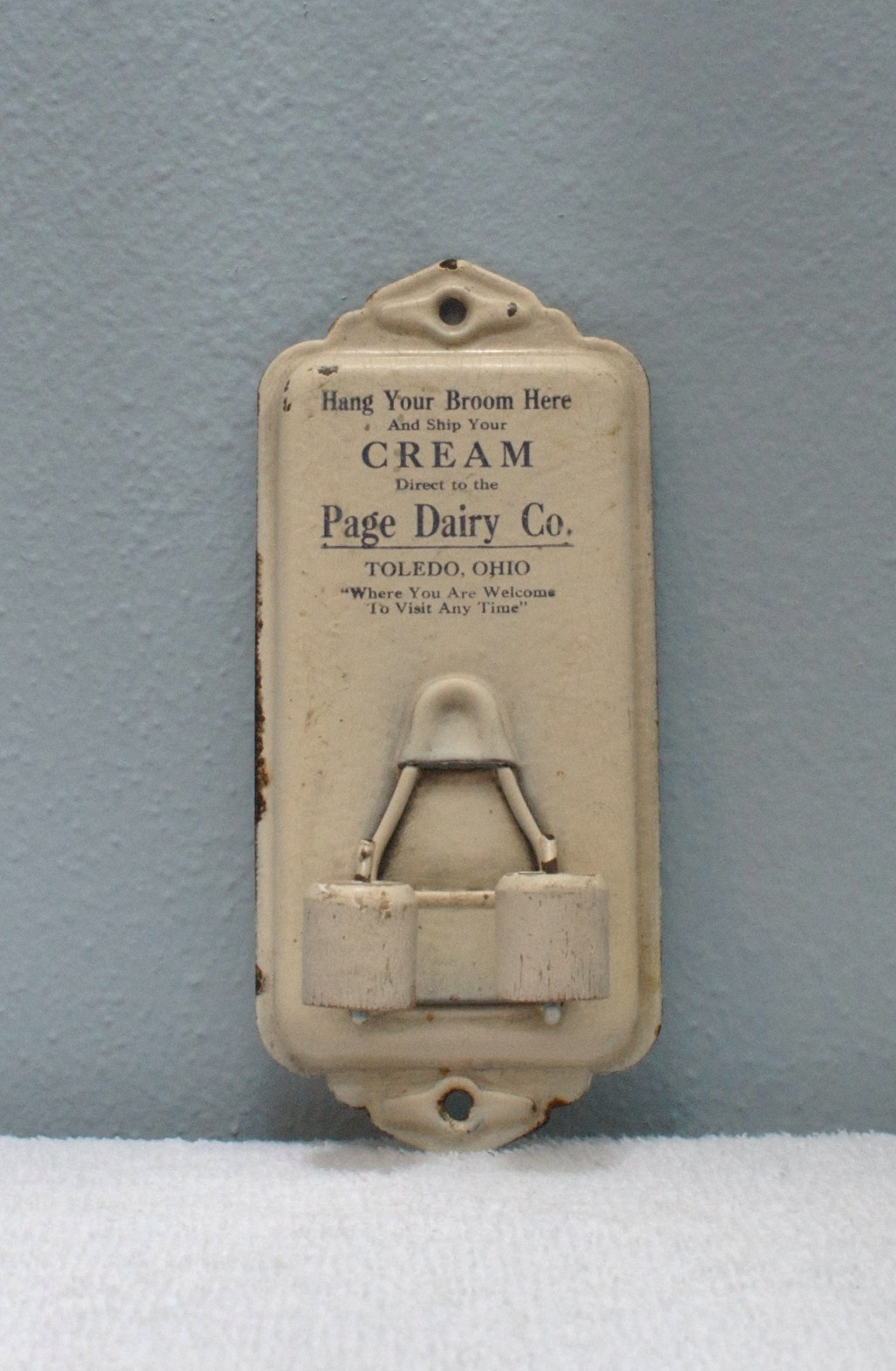 Page Dairy Toledo Broom Holder
